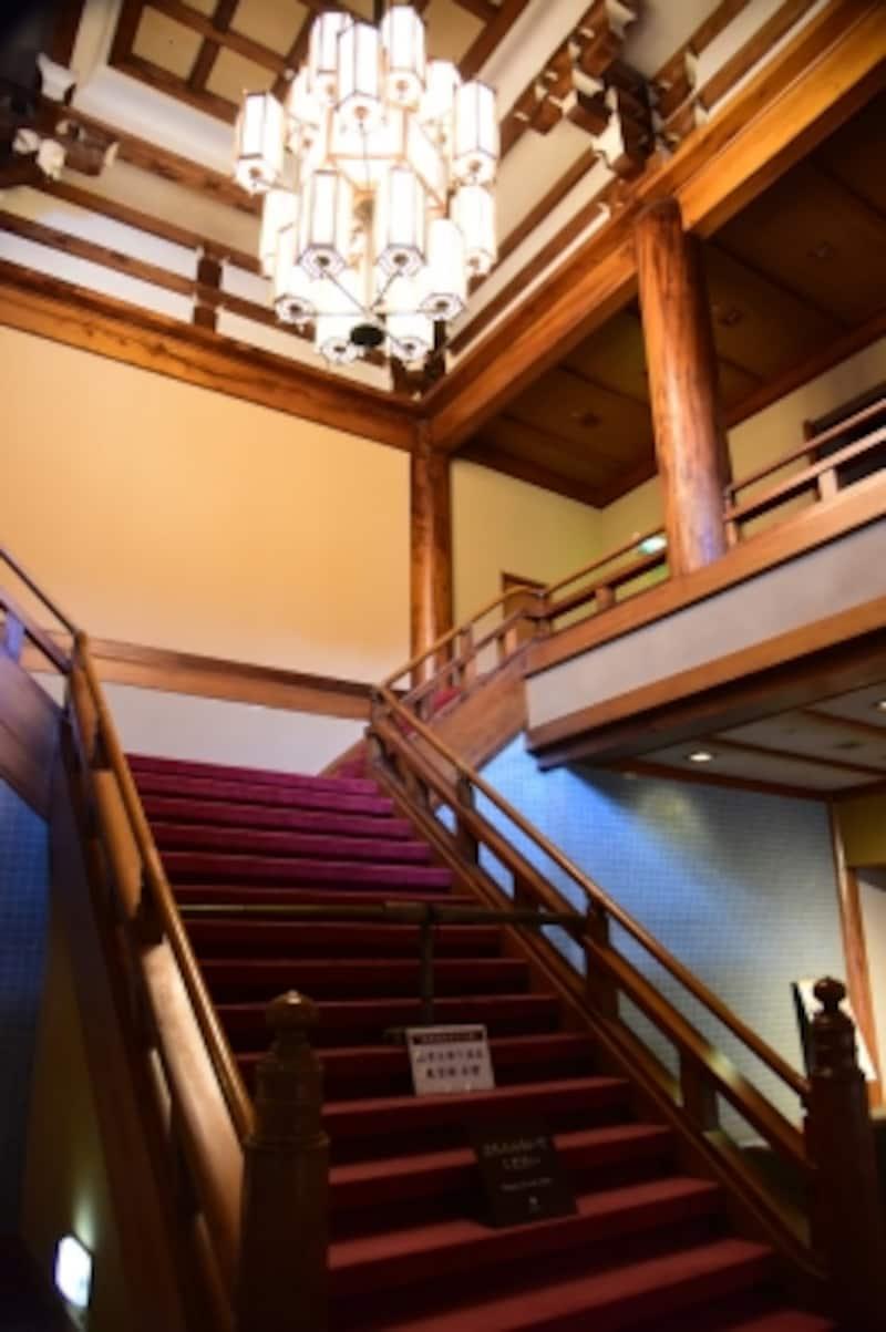 国内屈指の高級ホテルとして建てられた面影が随所に残っている