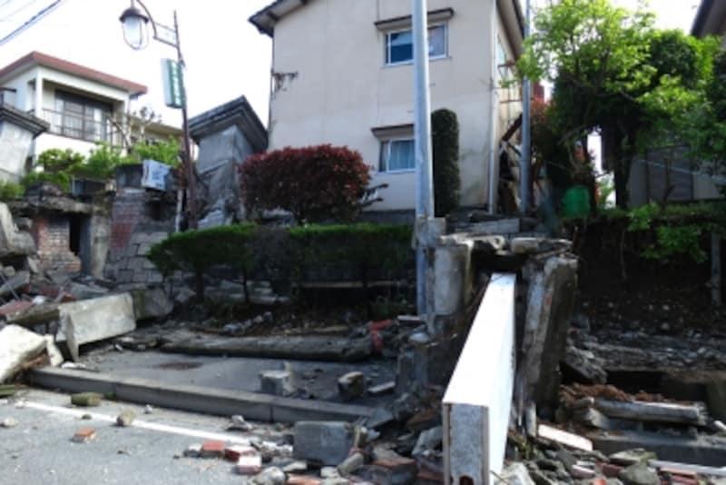熊本地震の際、住宅街のブロック塀が全壊していました