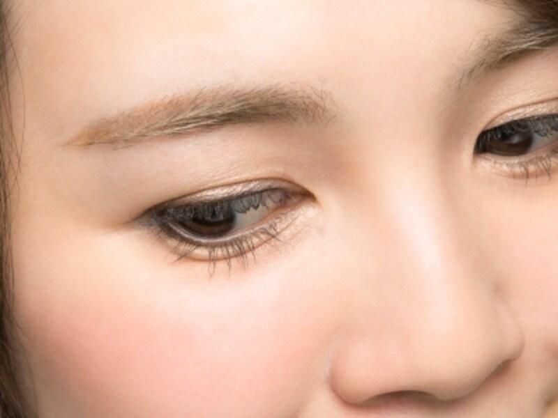 目元に自然な立体感と目ヂカラをプラス