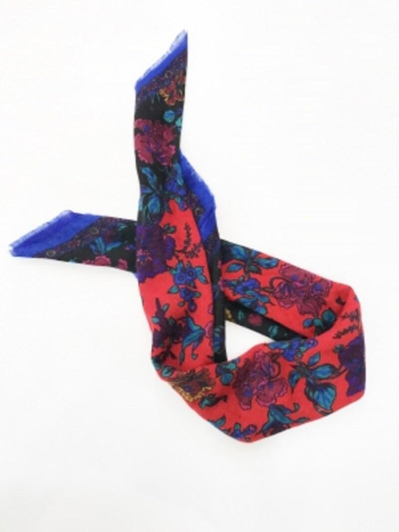 80センチ程度の正方形のスカーフ(スタッフ私物)