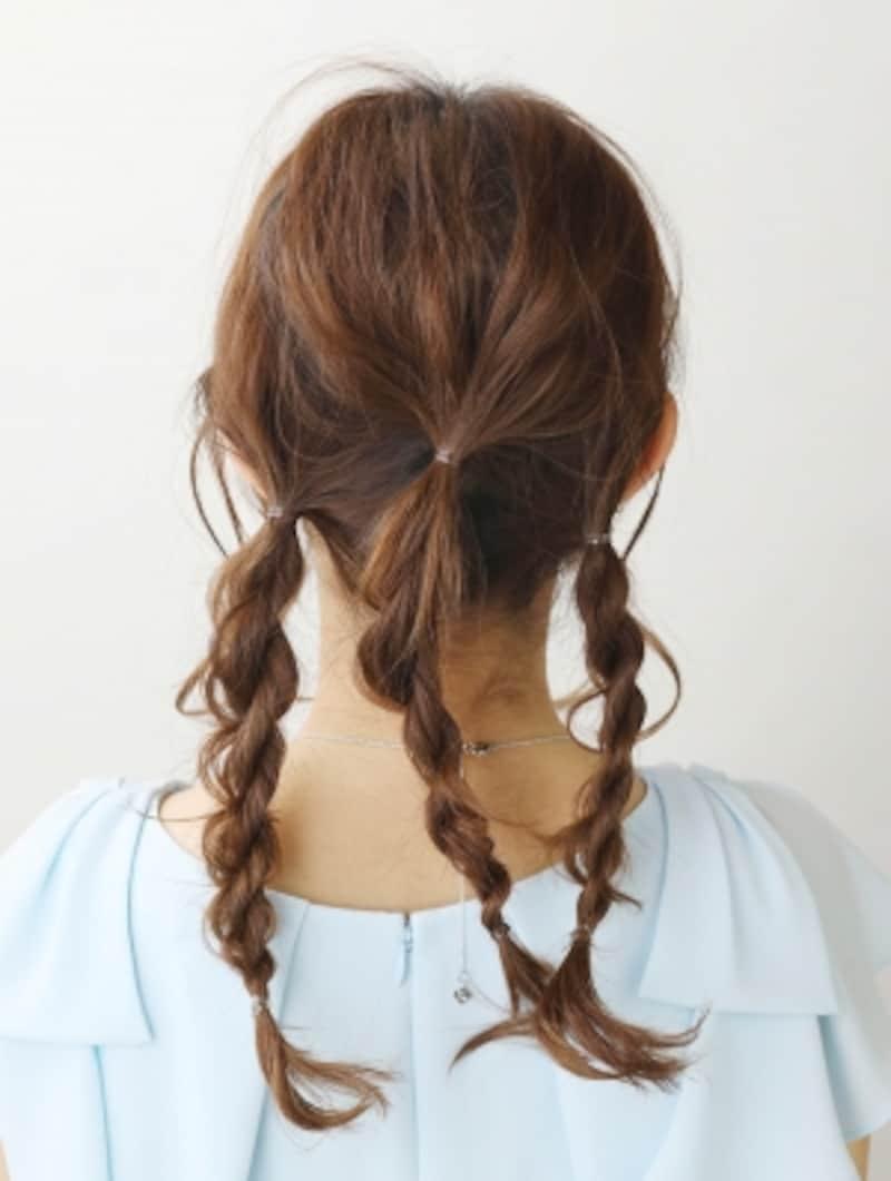 3本ロープ編みを作ってほぐす表面の髪を崩す【3連お団子ヘアロング】