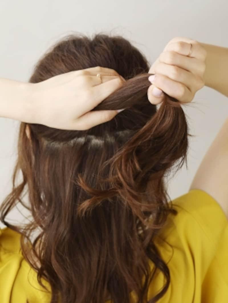 シリコンゴムで毛束を結ぶ