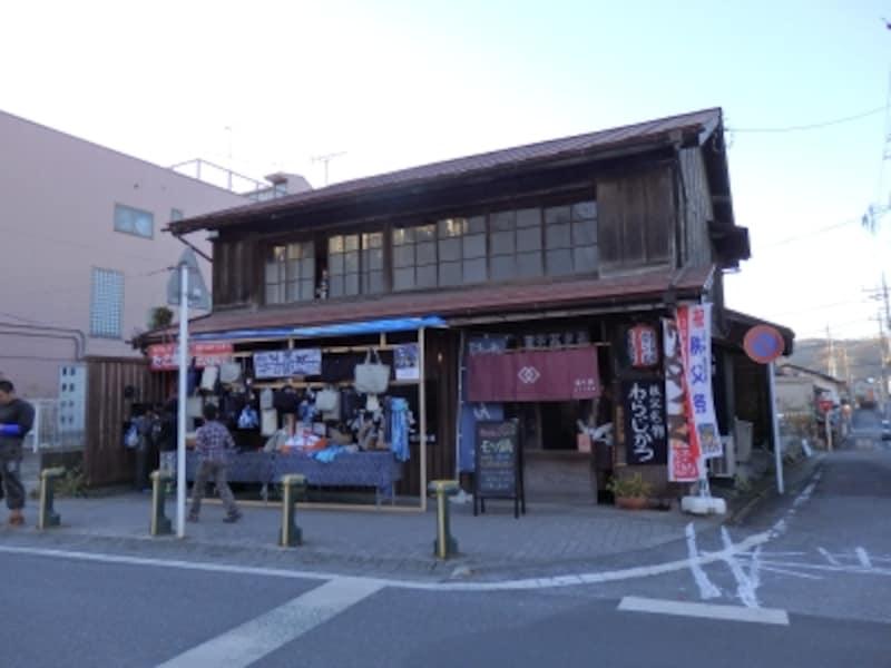 古民家風の店構えがひと際目を引くのが有り処の外観