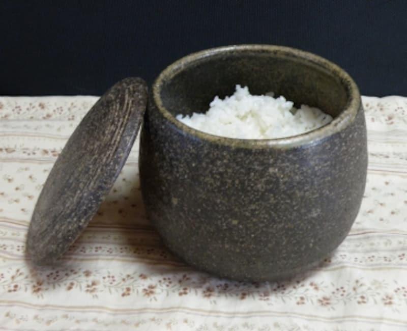 おすすめおひつ。エッグプラントの伊賀焼のおひつ(画像はAmazonより:http://amzn.asia/0ursWiD)