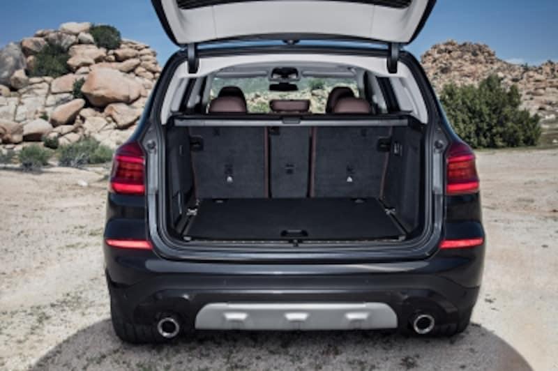 BMWX3トランクルーム画像