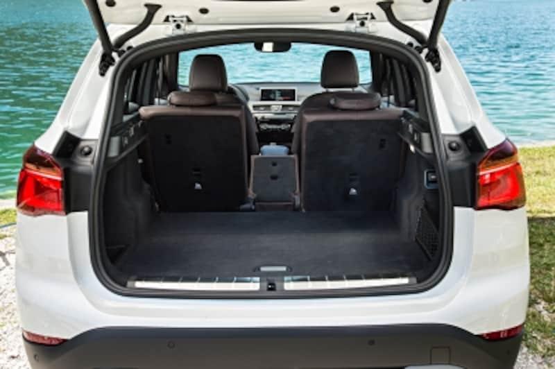 BMWX1トランクルーム画像