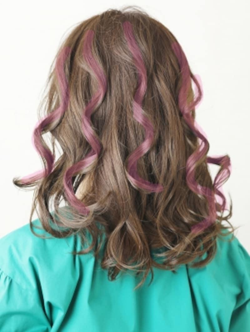 根元から巻くのはピンクに色付けした部分
