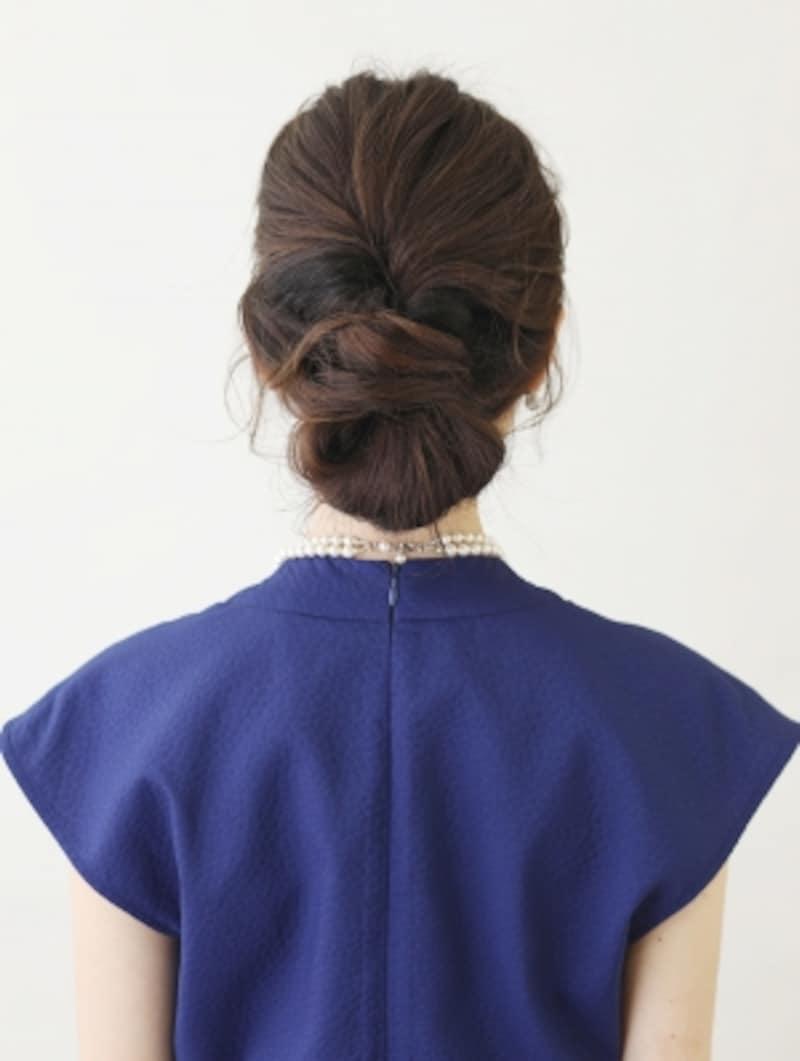 髪が多くてもおしゃれにキマる簡単シニヨンアレンジ