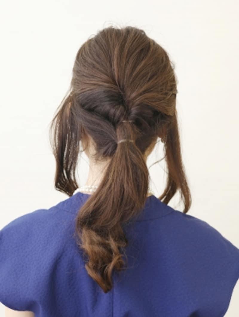 後ろの髪をすべてまとめて結ぶ【髪が多くてもOKの簡単シニヨン】