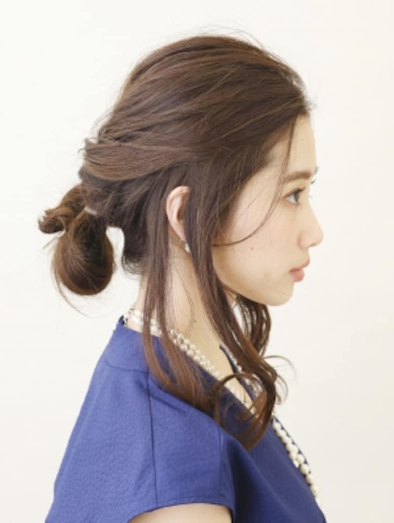 毛束を輪っかにしてシニヨンに【髪が多くてもOKの簡単シニヨン】