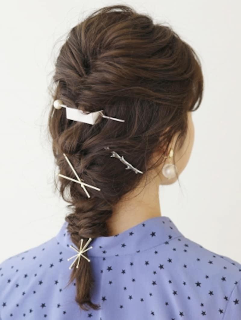 髪を数本ずつ引き出してほぐす