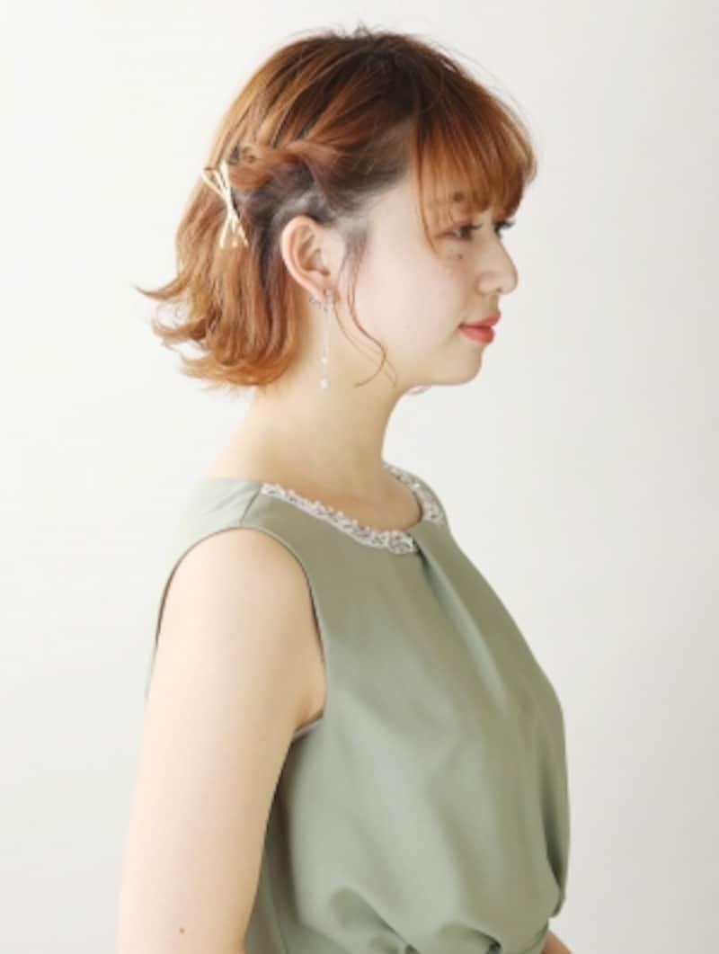 大人かわいいアシメントリーショートヘアアレンジ