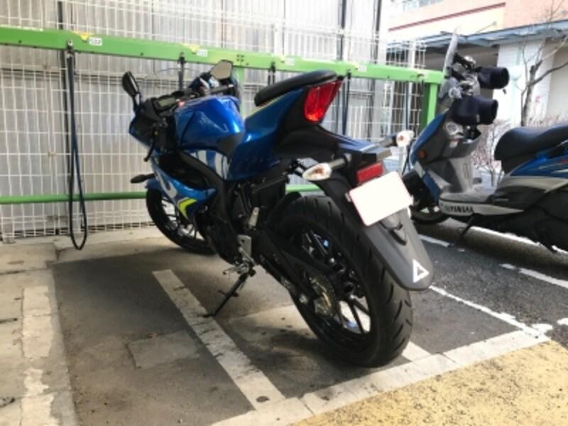 GSX-R125は125cc以下限定の駐輪場でもちゃんとおさまる
