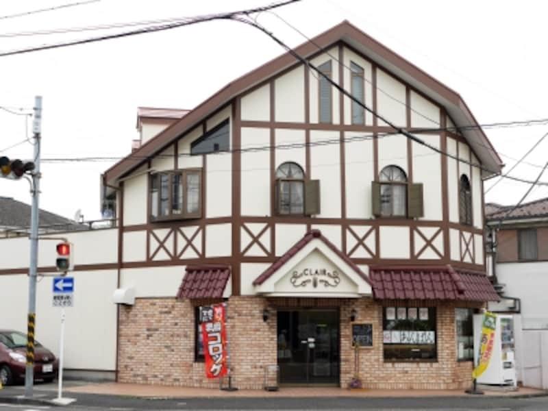 バス停近くにあるパン店「本牧クレール」でパンを購入するのもアリ。桜の時期に販売する桜あんぱんやコロッケパンが名物(2017年4月10日撮影)