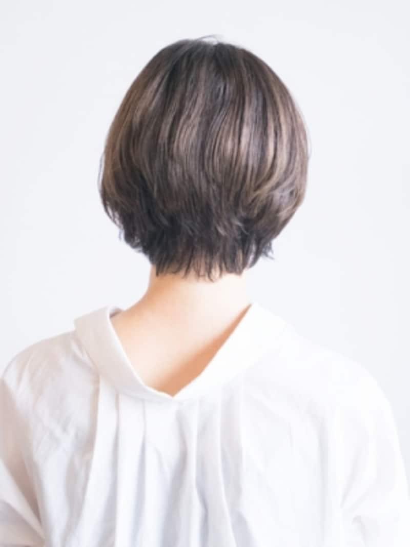 くせ毛やうねり髪をヘアアイロンでストレートに伸ばす方法