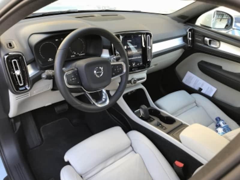 XC40運転席画像