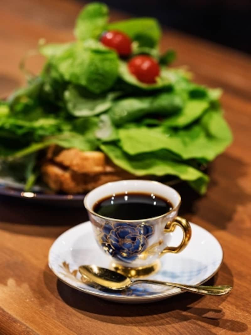 デミタスコーヒーと「ルッコラの海に溺れるクロックムッシュ」