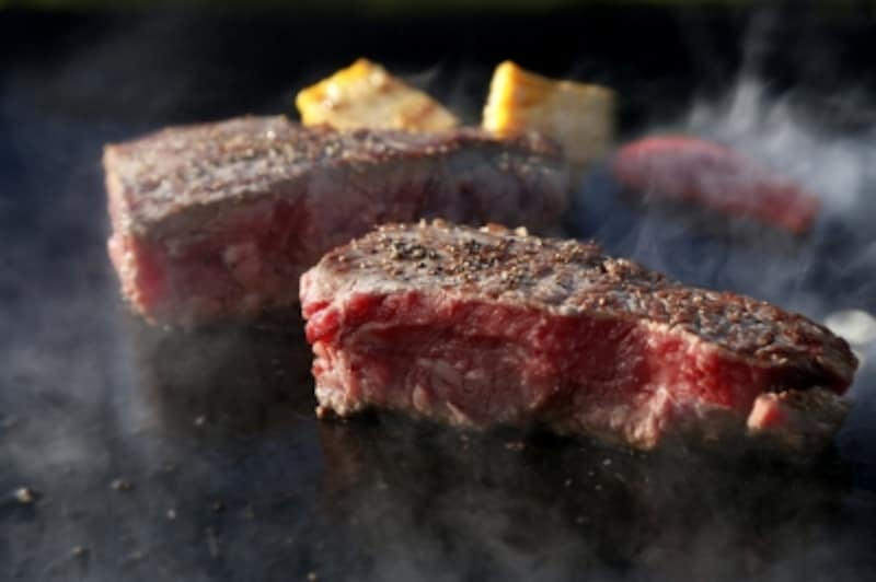 いきなり!ステーキを運営する外食チェーン。一時は債務超過に陥る寸前にまで経営難となっていた外食ですが、今や一年で東証二部上場と一部指定替えを実現し、さらにナスダック上場を目指すほど成長への階段を上っている企業です