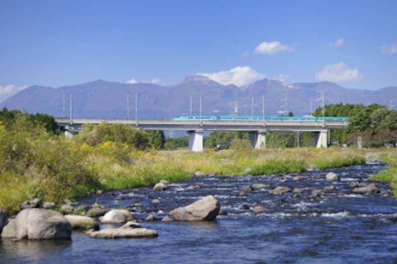 東北新幹線と那須岳・余笹川