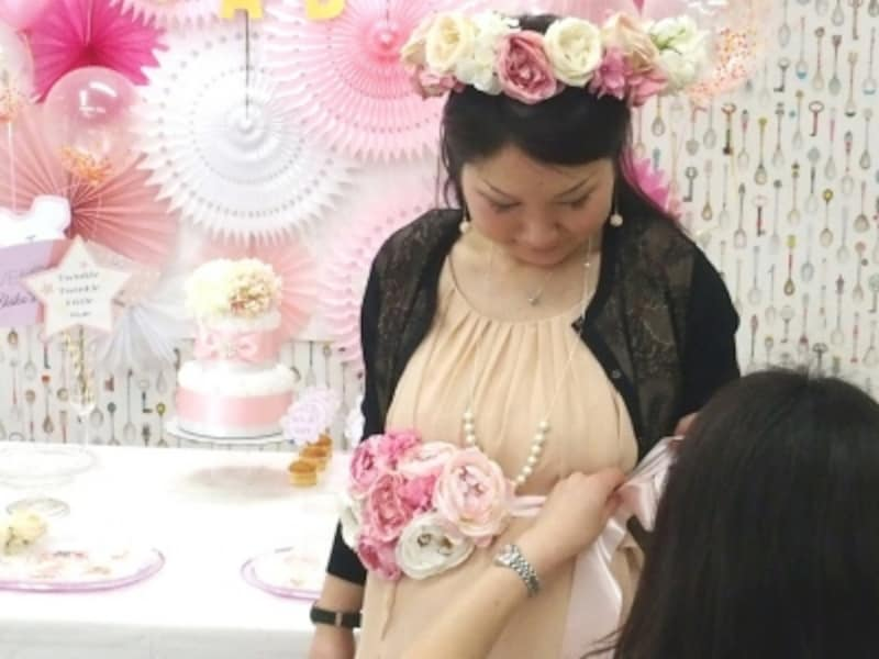 花冠とサッシュベルトで妊婦さんも大喜び!