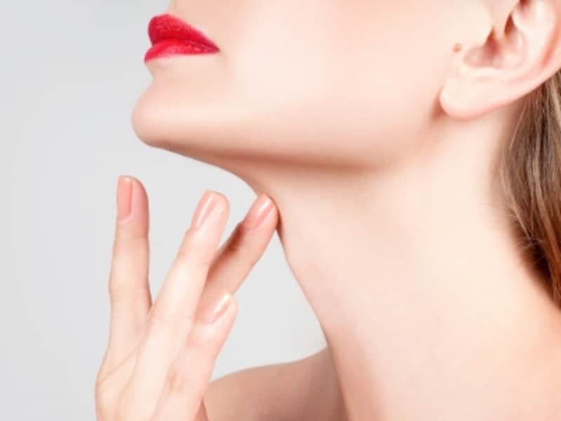 首のシワやたるみが起きる4つの原因