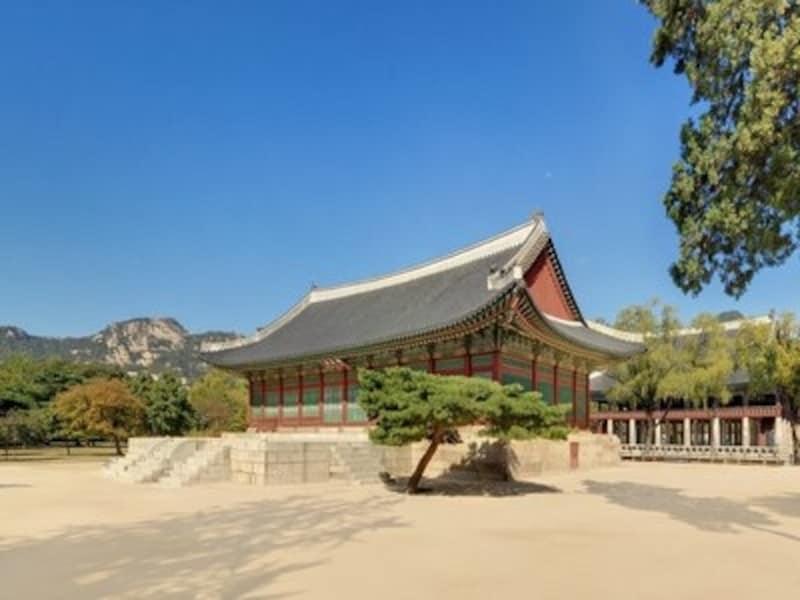 世宗大王の時代には、ここに王室の蔵書が集められ、学者たちが書物を読む空間でもありました