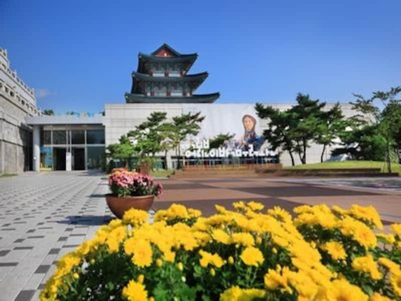 子どもと一緒に行って楽しい博物館と言えばココ!家族連れにおすすめです(C)国立民俗博物館