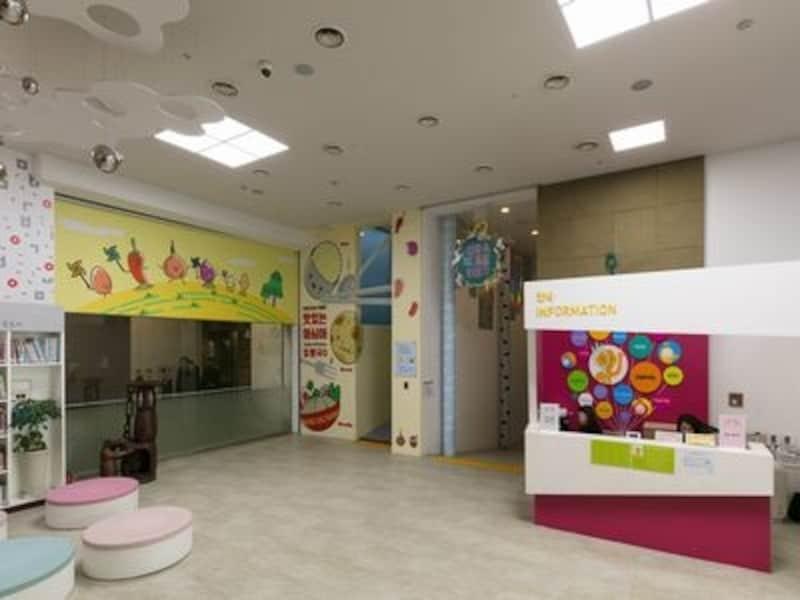 子どもが安全に観覧できるよう、さまざまな配慮がされています(C)国立民俗博物館