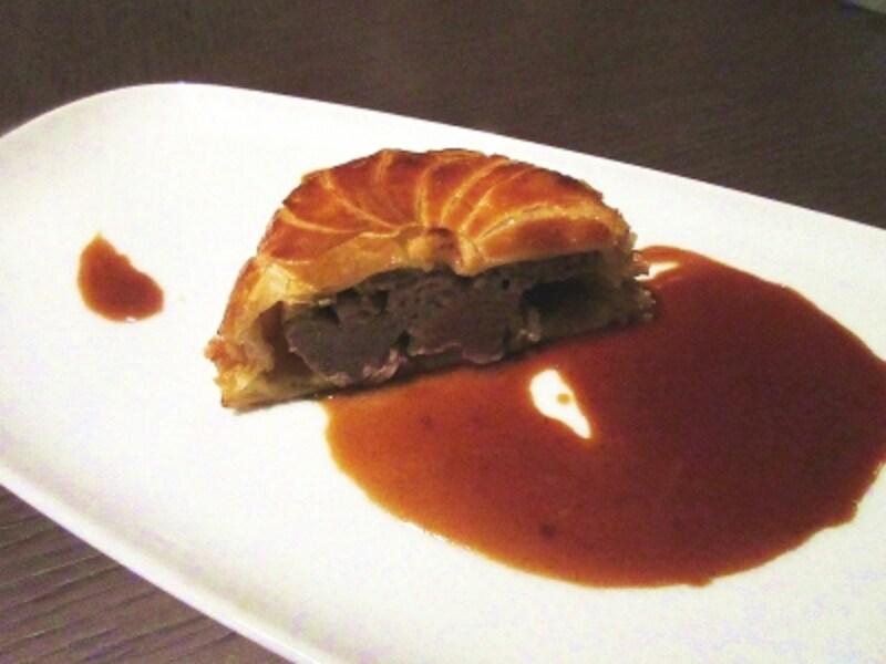 タワーズ肉料理:トラディッショナルなパイ包み