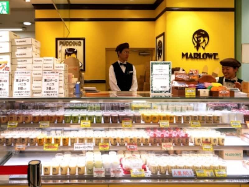 「プリンショップマーロウundefinedそごう横浜店」は2000年にオープン。定番商品と合わせて、期間限定の「マンスリープリン」や限定ビーカーのプリンも販売しています(2018年3月16日撮影)