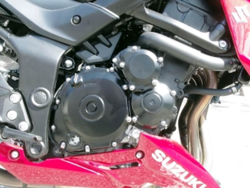 GSX-S750の4気筒エンジン