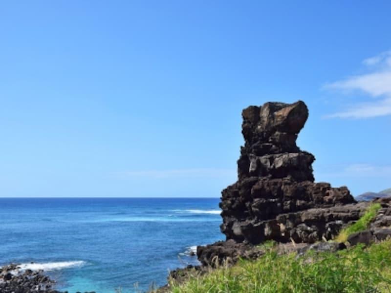 火山の神ペレが腰をおろしたといわれる奇石
