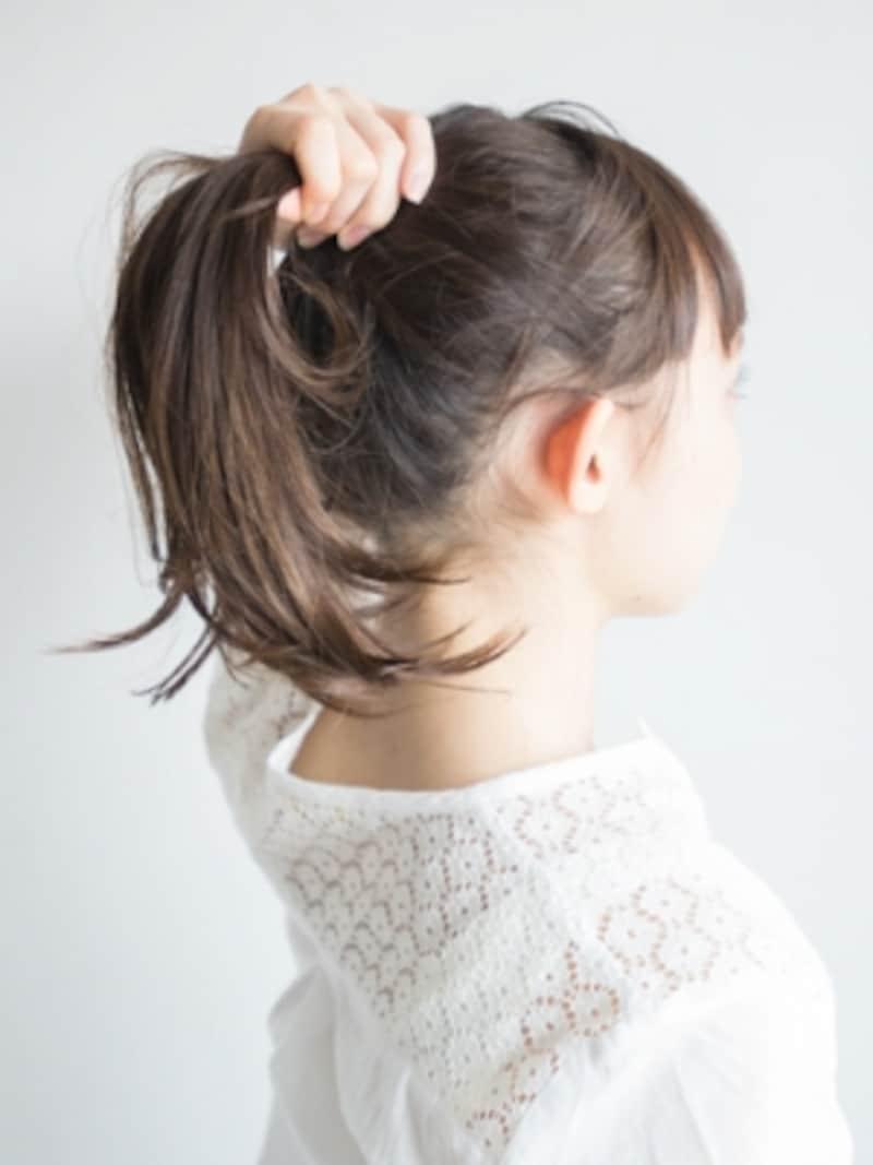 前髪以外をひとつにまとめる