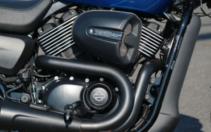 空冷の鼓動感をアイデンティティとしてきたハーレーのチャレンジによる水冷Vツインエンジン「レボリューションX」(排気量749cc)