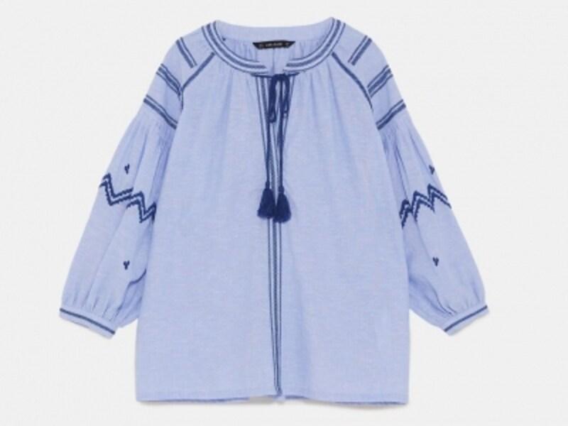 刺繍入りリネンブラウス5990円(税込)