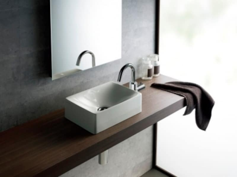 限られたスペースのトイレ空間にもプランニングしやすいコンパクトなベッセルタイプの手洗器。[SB1503]undefinedセラトレーディングhttps://www.cera.co.jp/
