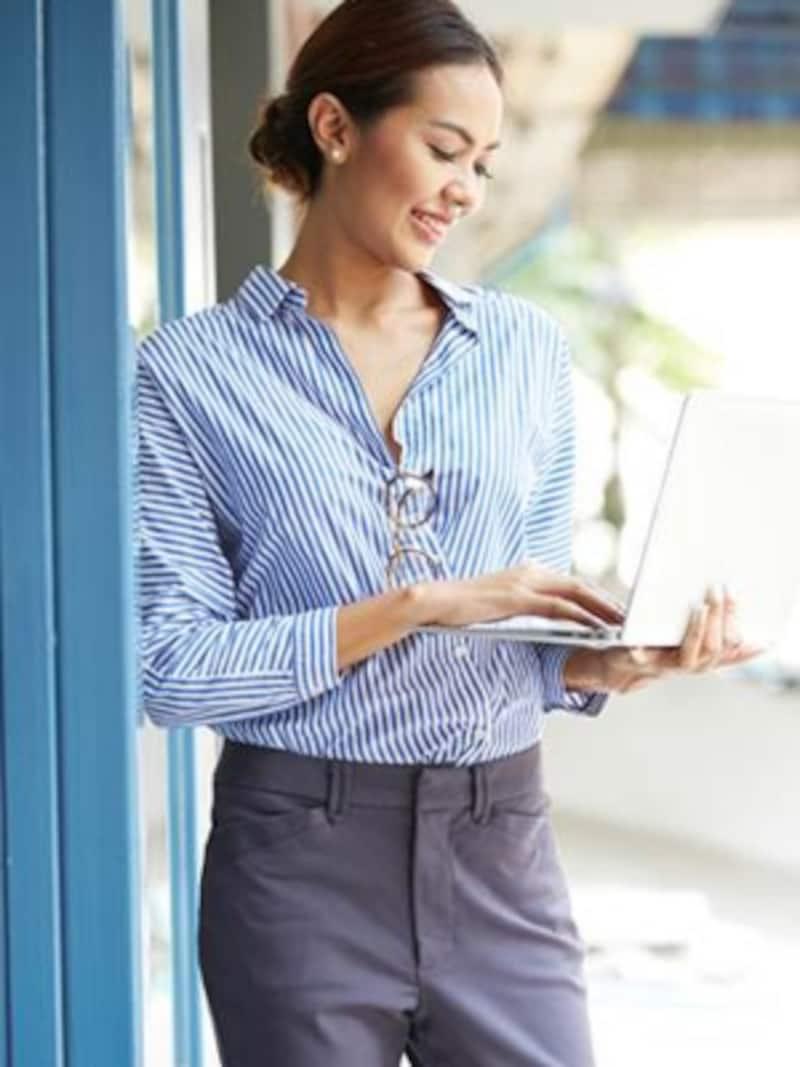 働く女性のビジネスファッション。好印象を目指すなら?