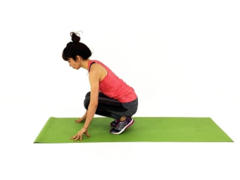 疲れ解消ストレッチ1undefinedつま先で床を押し、足裏を伸ばします