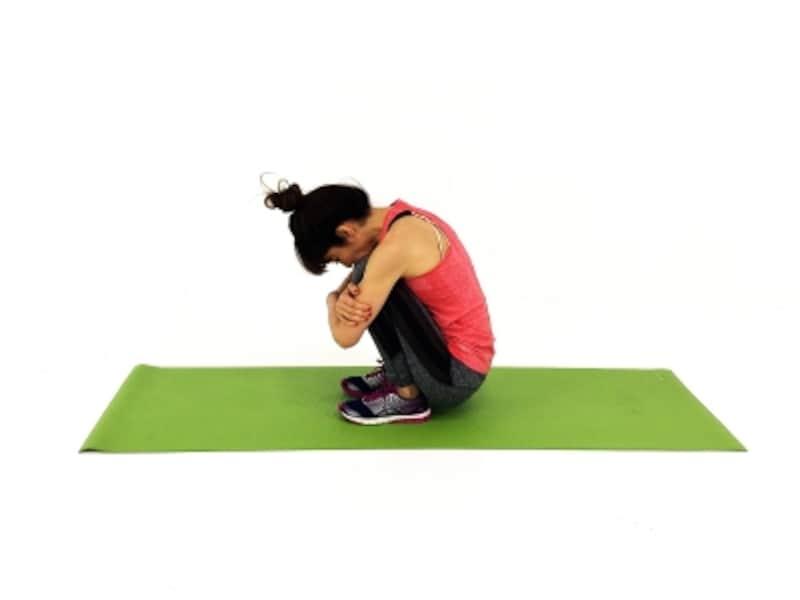疲れ解消ストレッチ2undefinedかかとを床につけ、足首、ふくらはぎの疲れを解消します