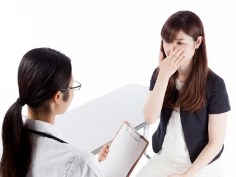 婦人科で相談する女性イメージ