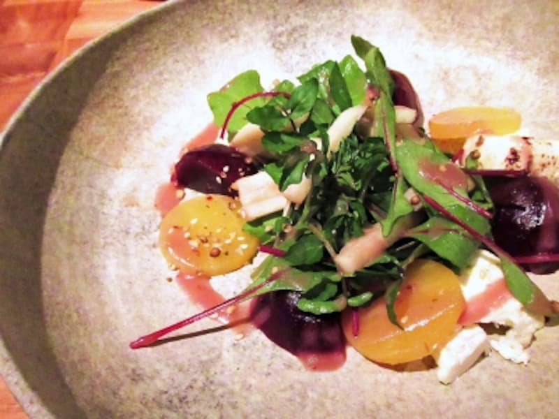 アンダーズ東京ベビービーツオーストラリア産ゴートチーズ林檎とクレソンのサラダラズベリーヴィネグレット