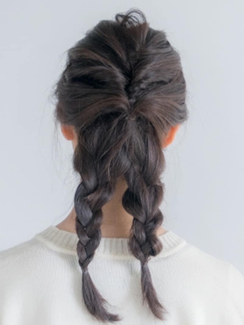 残りの髪を三つ編みにする