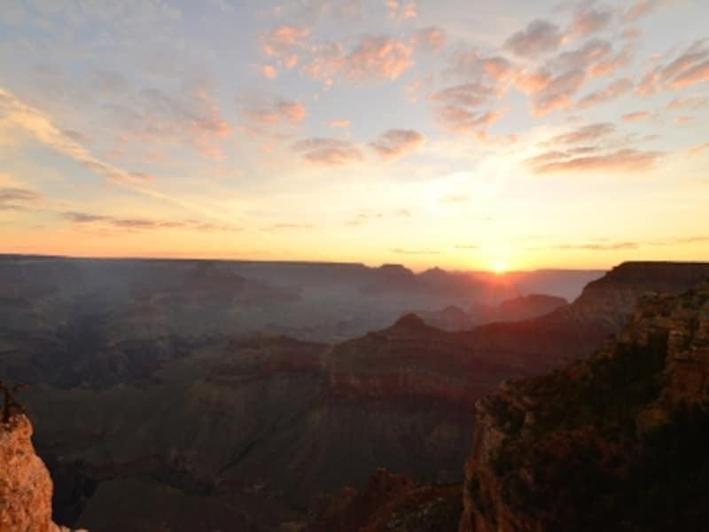 グランドキャニオンの朝日。朝と夜がが素晴らしい!
