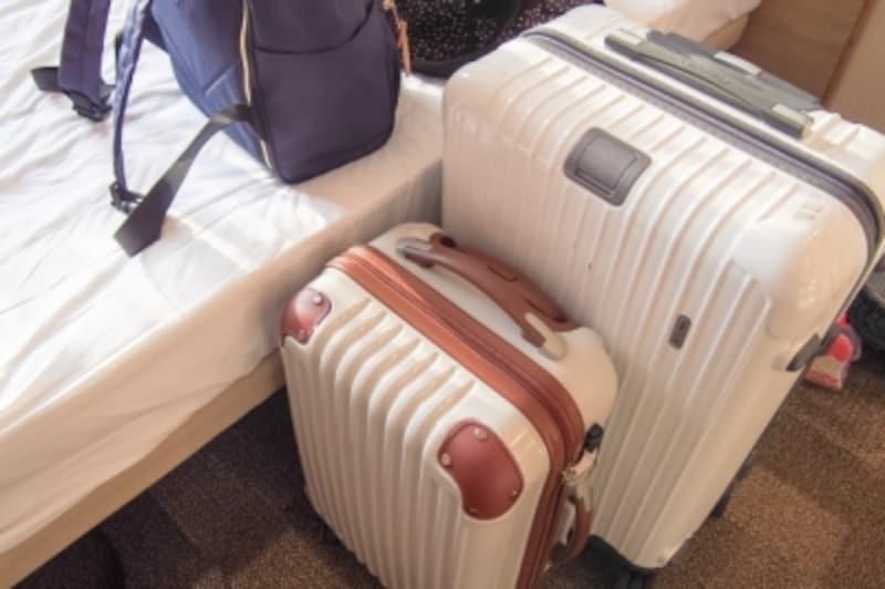 家族旅行のスーツケース