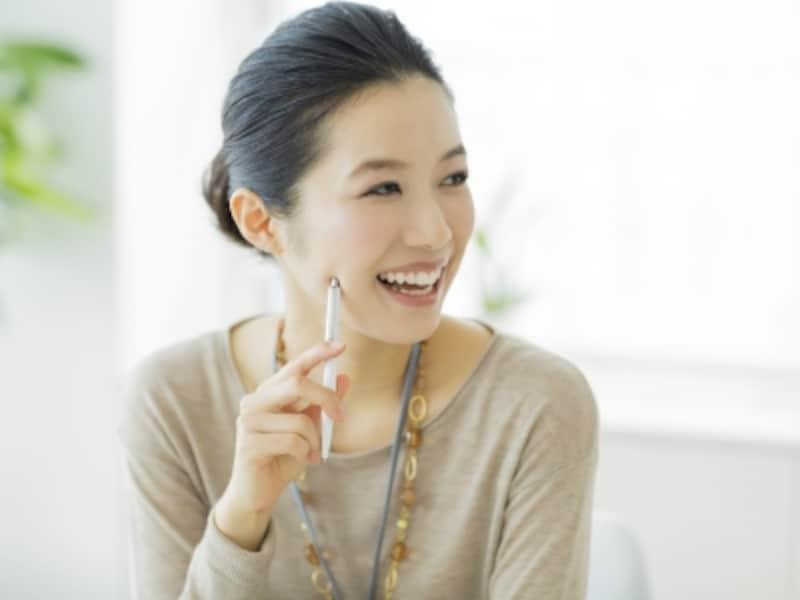 肌馴染みのよいベージュは肌の光沢感を抑え、なめらかに見せる効果があります