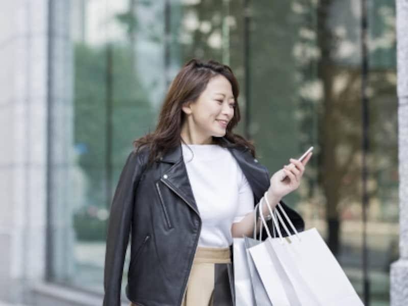 黒いライダースジャケットは、着まわし力の高いアイテムですが、無難になってしまうことも