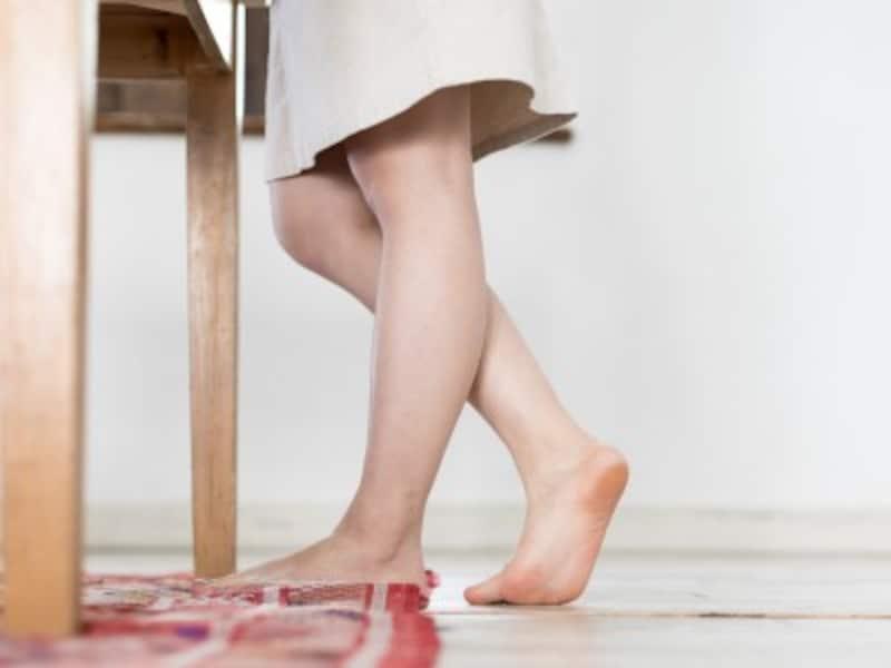 無意識で片方の脚に重心をかけていませんか?