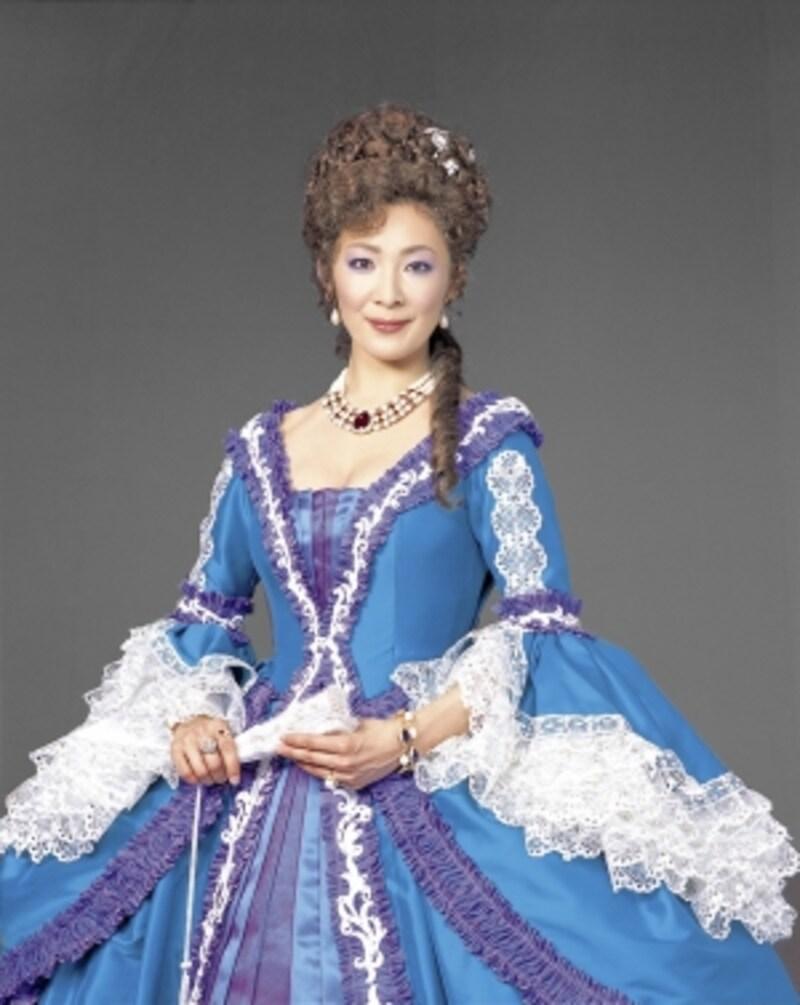 香寿たつきundefined北海道出身。宝塚歌劇団星組トップスターとして人気を集め、03年に退団。『天翔ける風に』『シェルブールの雨傘』『エリザベート』『ロミオ&ジュリエット』等のミュージカルから『コリオレイナス』『朱雀家の滅亡』『花嫁』『プライムたちの夜』等のストレイトプレイまで、多数の舞台で活躍。第35回菊田一夫演劇賞受賞。今年1月にはアルバム『Gladiolus』を発売。(C)MarinoMatsushima