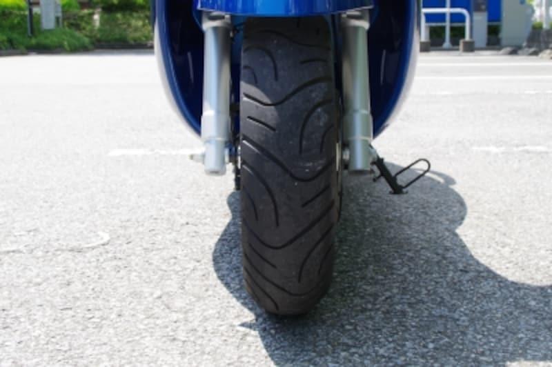 タイヤは前後とも12インチの同サイズが採用されている