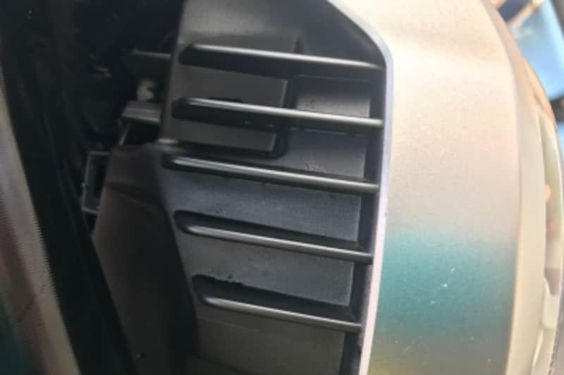 当然CB125Rよりヘッドライトは明るい。放熱の為のフィンがついていました。
